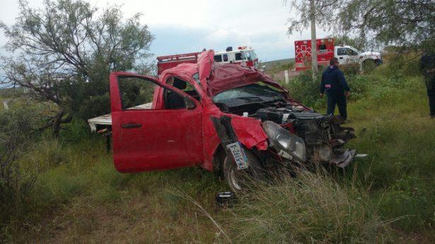 Volcadura en la vía corta genera daños materiales y dos personas lesionadas