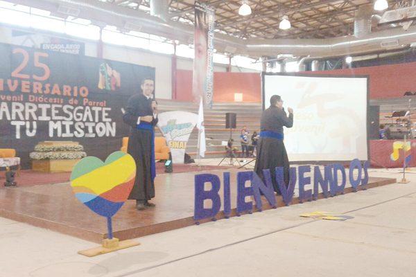 La juventud quiere arriesgarse a vivir en la fe: Obispo Eduardo Carmona