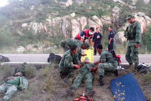 Volcadura: 7 militares heridos