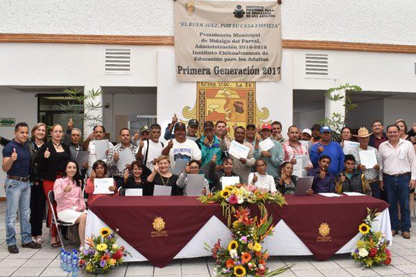 Se gradúan de educación básica 31 trabajadores de Presidencia, del Ichea
