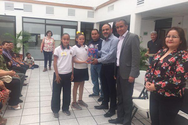 """Se unen escuelas primarias a campaña """"Tapatón, reciclando y ayudando"""""""