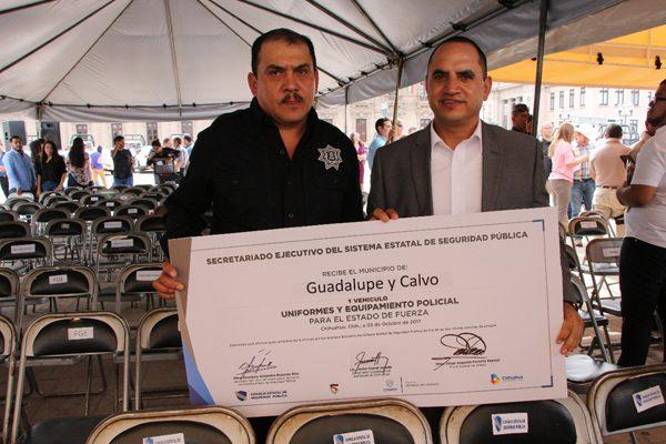 Gobierno del Estado dona patrulla, uniformes  y equipo para Seguridad Pública a Gpe. y Calvo