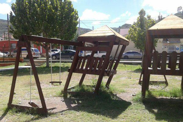 Destruidos, los juegos recreativos del parque de la colonia Cerro Blanco