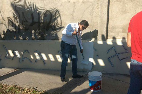 """Municipio y """"Tec"""" pintan y limpian el parque de la Ampliación Juárez"""