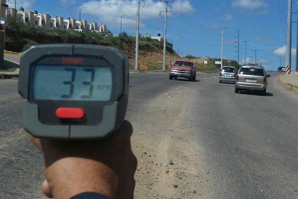 Tránsito aplica acciones preventivas para evitar que conductores excedan velocidad