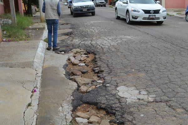 Urge pavimentación en las calles de la colonia Villas del Tecnológico
