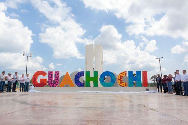 Colocan aparador fotográfico para recibir a turistas en Guachochi
