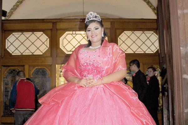 Festeja sus XV Años Katia Cota Montoya