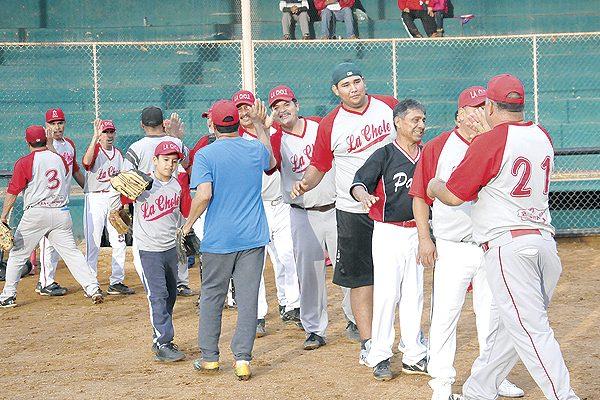 La Chole acaricia el título en beisbol súper máster