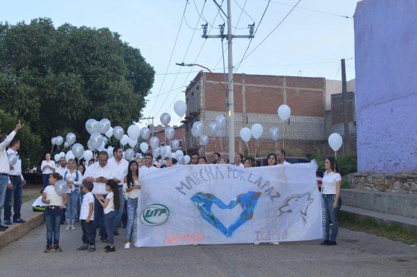 [VIDEO] Alumnos de la UTP marchan por la paz