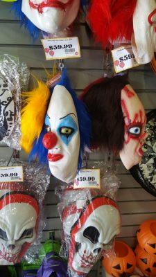 """Se tiñen comercios de negro y morado por """"Halloween"""""""