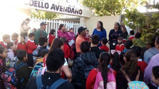 Cierran padres de familia la escuela primaria federal Jesús Coello Avendaño