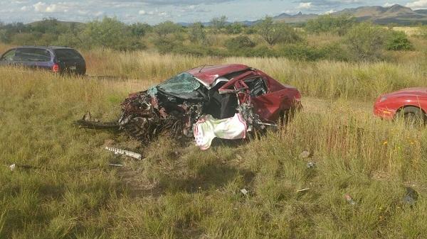 Choque carambola en la carretera corta a Parral deja un muerto y un herido