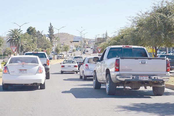 Caos vial por congestionamiento, afuera del Seguro