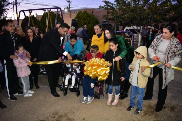 El Alcalde, Alfredo Lozoya, inauguró el primer parque de juegos infantiles para niños discapacitados