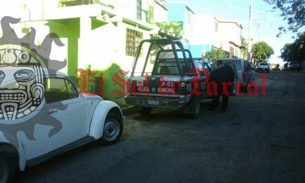 Roban vehículo en la colonia Infonavit Estación