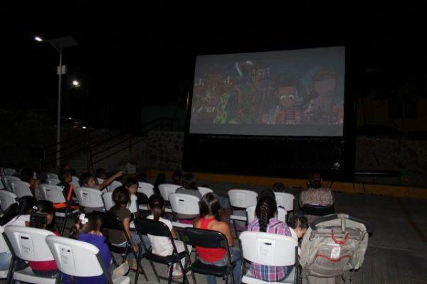 """Arranca la gira de """"Cine en tu Colonia"""" del DIF Municipal"""