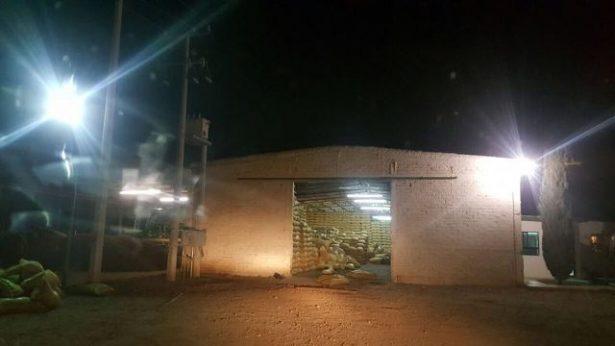 Comando armado con 8 camionetas robo nuez en Villa López