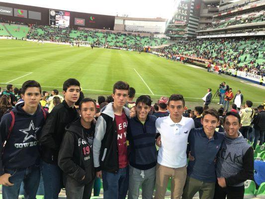 Llegan al encuentro Santos- America niños ganadores del torneo inter barrios