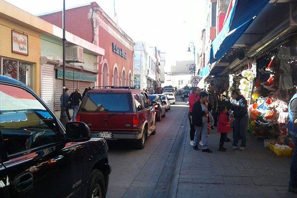 """Tráfico y compras navideñas """"estrangulan"""" el Centro Histórico"""