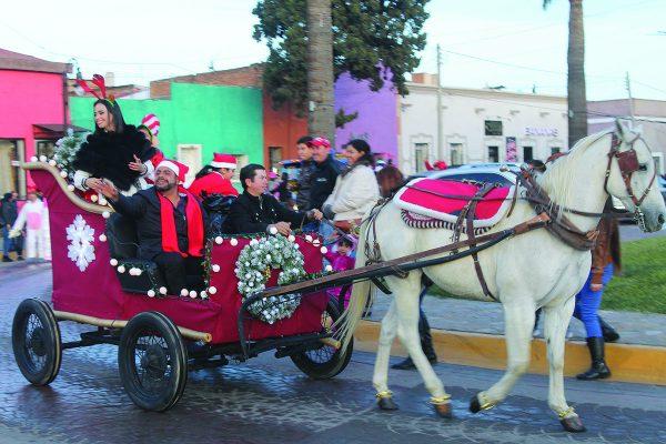 Inician los Festejos Decembrinos con Desfile Navideño