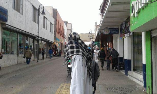 Detienen a jóvenes por realizar bromas en el Centro; uno vestido de musulmán