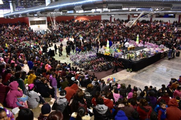 Miles de niños disfrutaron de una gran posada y  recibieron centenares de regalos por parte del Municipio.