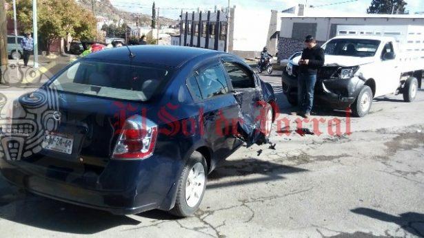 Aparatoso accidente automovilístico en cruce Juan Rangel de Biezma y Zaragoza.