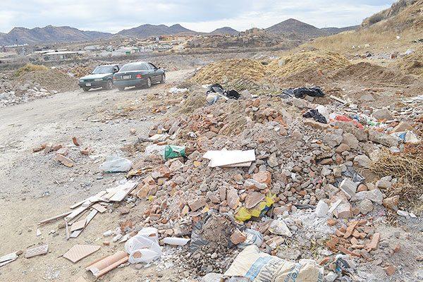 """Basura y escombro en los campos """"Mingo Moreno"""""""