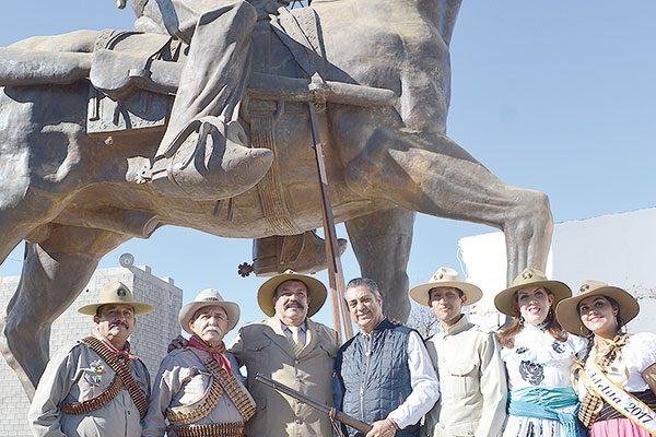 """Dispuesto """"El Bronco"""" a realizar colecta par que dejen la estatua de Villa donde está"""