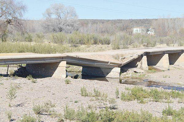 A punto de colapsar dos puentes en Estación Adela