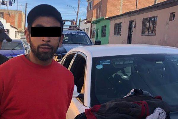 Arrestan a hombre al portar una  bolsa con mariguana