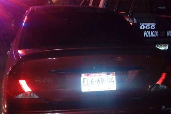 Se impacta vehículo contra una patrulla en la col. PRI