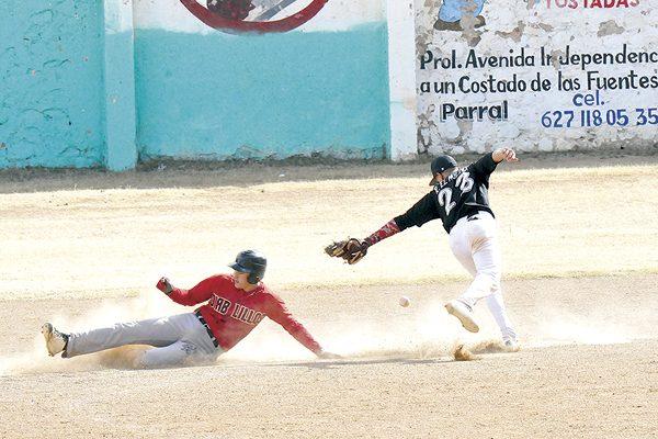 Panadería Chayito pegó primero en la final del beisbol Invernal