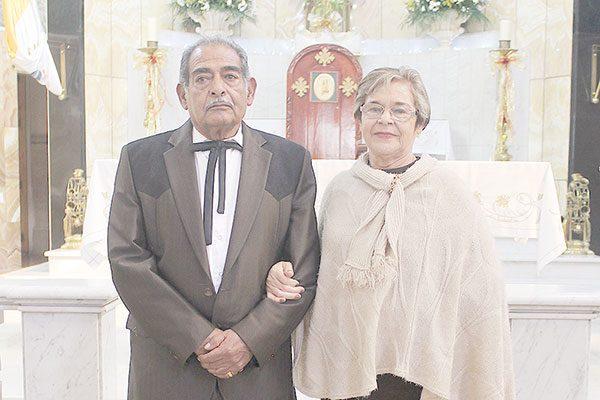Celebran Aniversario de Bodas Manuela Guillén y Santiago Márquez