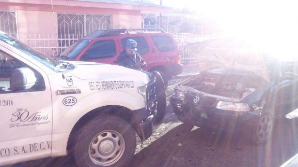 Choque frontal entre vehículo particular y camioneta de empresa de seguridad privada