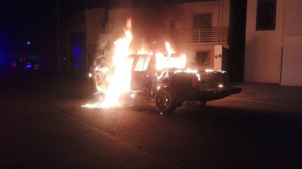 Se incendia  pick up en la colonia Real de Victoria