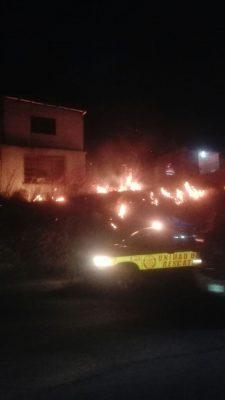 (GALERÍA) Incendio de pasto en la Av. Niños Héroes sorprendió a los automovilistas  que pasaban por el lugar