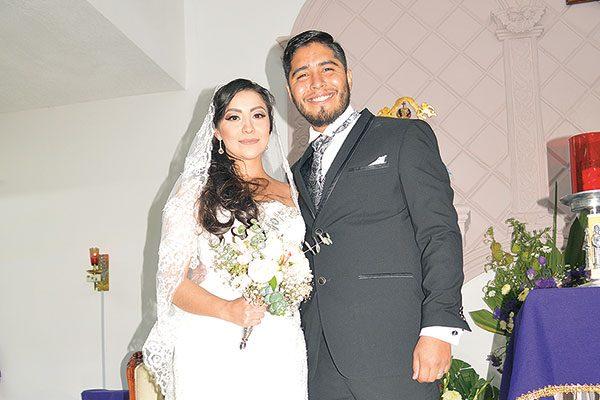 Contrajeron Matrimonio religioso Mitzy García y Jonathan Terrazas