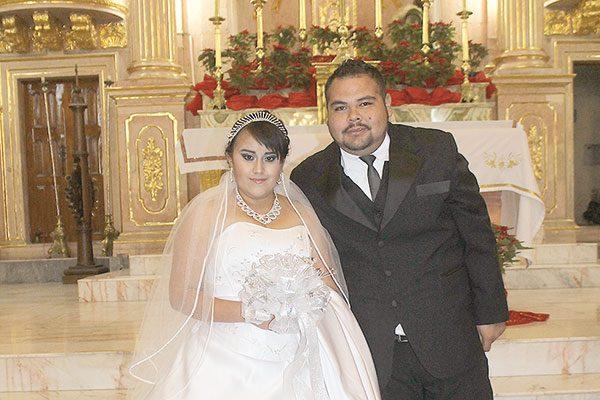 Se unen en matrimonio  Perla y Alejandro