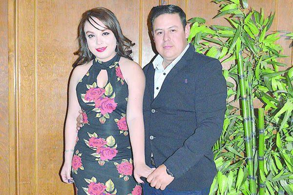 Formalizan su compromiso Gloria Castillo y  Luis Zapién