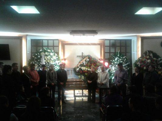 (VIDEO) Militantes del PAN realizan guardia de honor en féretro de Luis Fernando Flores Cerros esposo de Inés Martínez directora de registro civil estatal