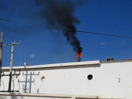 Se incendia tronera de la empresa Duraplay