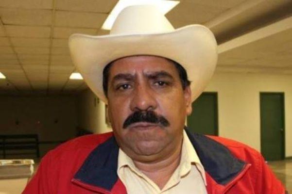 Jesus Velazquez se  registra como abanderado del PRI a la diputación local