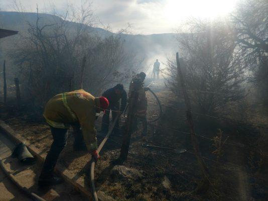 Fuerte incendio sobre el Perimetral Sur consume un aproximado de 0,8 hectáreas de pastizal