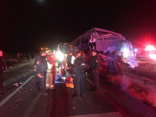 Sufre accidente camión de pasajeros que viajaba a Juárez, un muerto y varios heridos