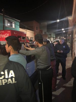 Cuatro jóvenes son detenidos por drogarse en la vía pública
