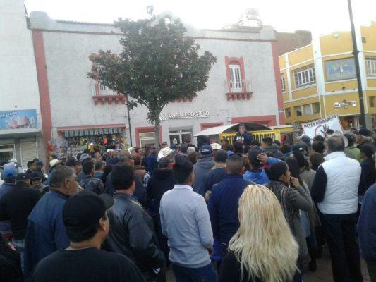 """Activistas del """"retén ciudadano"""" se instalan en la Plaza Principal para recabar firmas"""