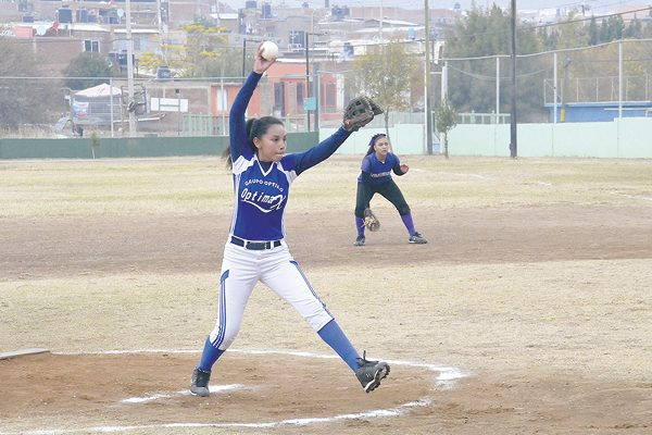 Optimax apaleó a las Titanes en softbol femenil