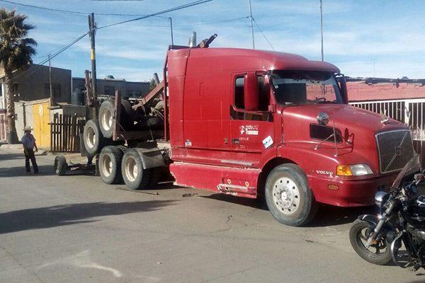 Quejas por camiones estacionados en calle